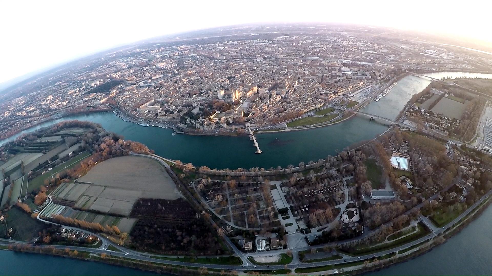 Vue panoramique aérienne du Pont d'Avignon Circuit