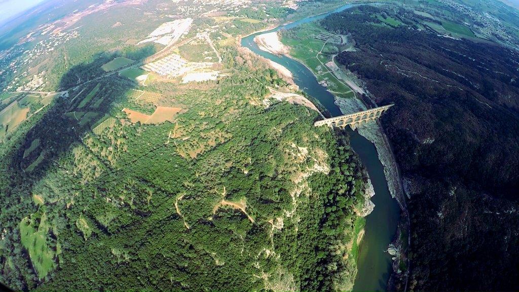 Survol du pont du Gard en hélicoptère